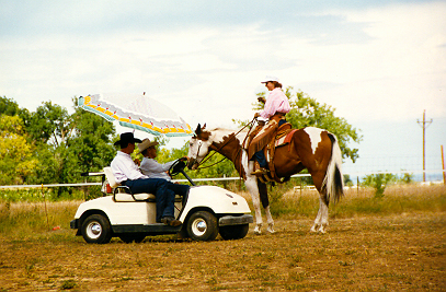Tom offering some suggestions at a clinic in Erie, Colorado, in 1996. Photo by Mindy Bower.